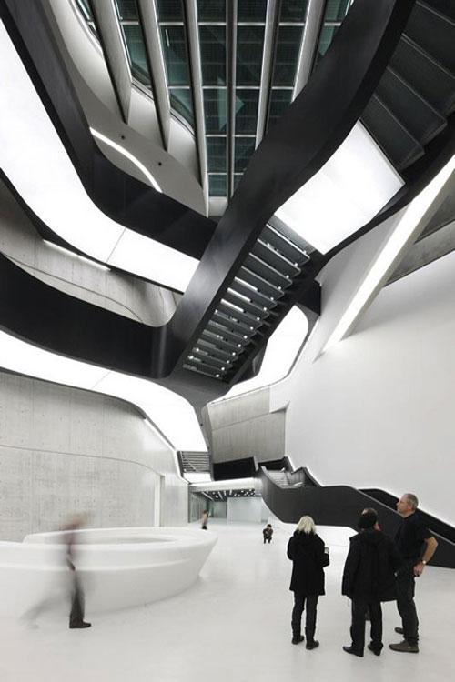 Zaha-Hadid-MAXXI-design-madness